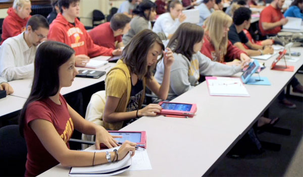 ipads in the classroom, ipads in the classroom pros and cons, school wireless networks,