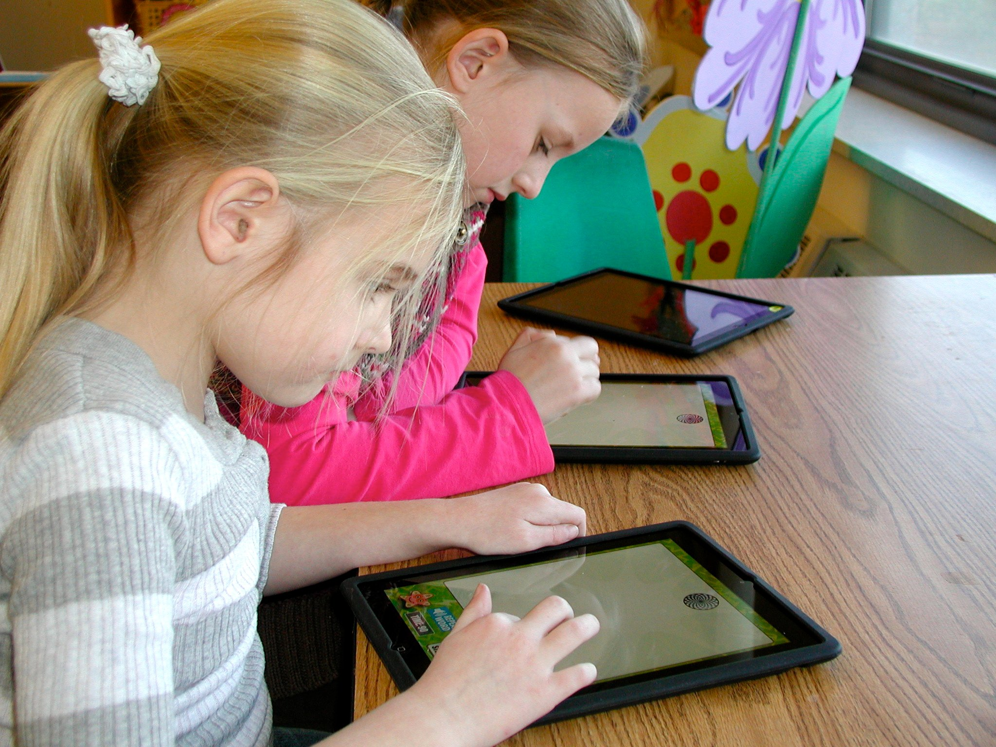 iPads in education, school wireless networks, wifi companies,