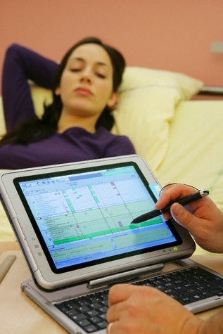 2 Ways Wireless Devices in Hospitals Will Cut Costs