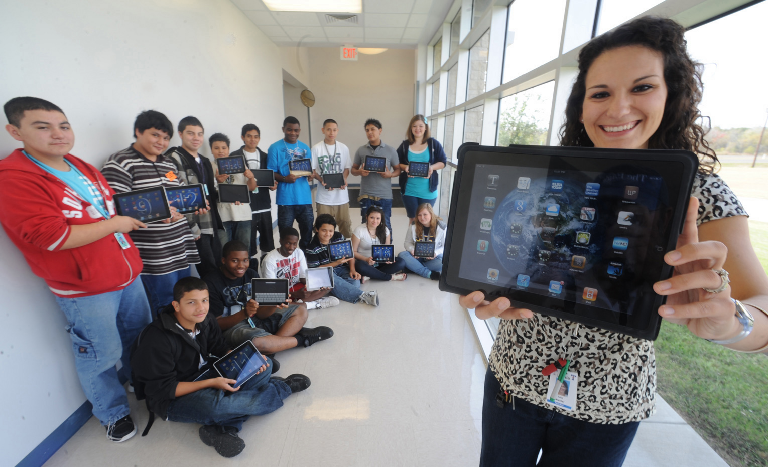 school wireless network infrastructure, bringing technology in the classroom, wifi companies,