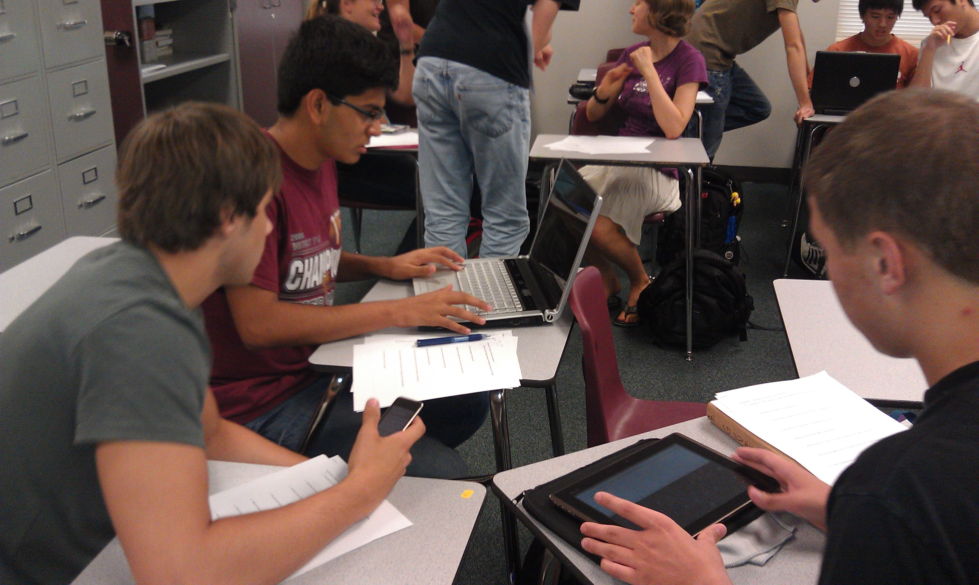 school wireless networks make it possible for students using mobile devices in the classroom to work together