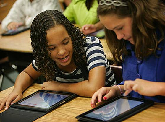 students working together using ipads,