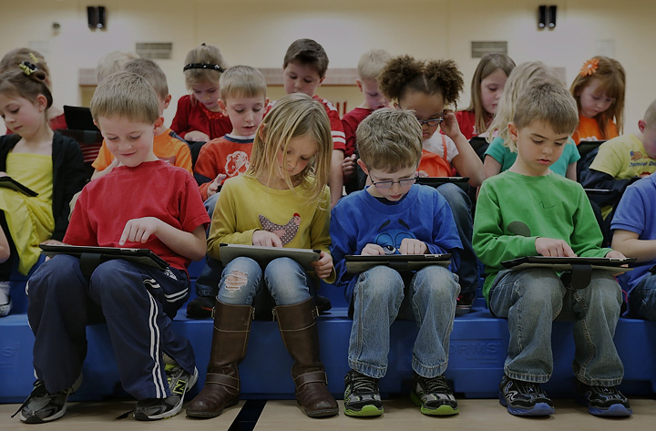 Schools Shift from Textbooks to eBooks on iPads in the Classroom