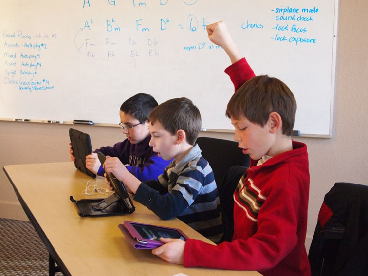 implementing 1 to 1 to bring mobile tecnology in the classroom