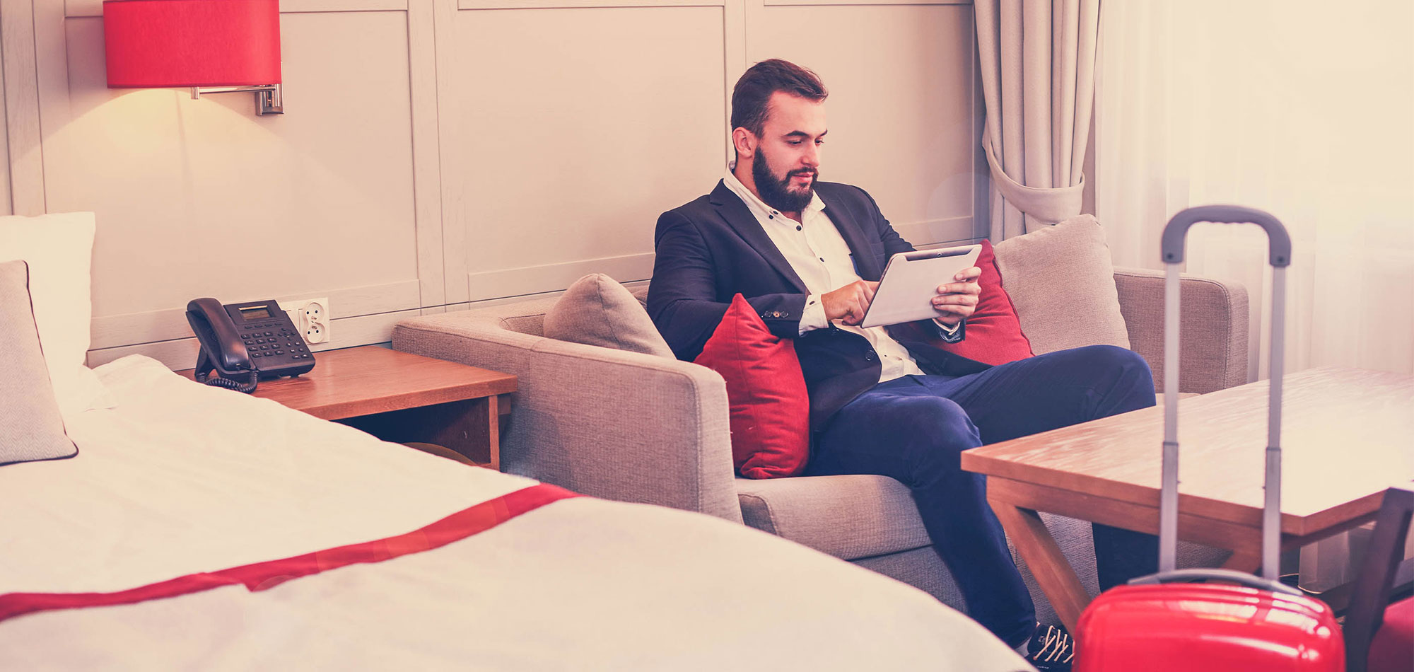 Creating the Ultimate Guest Wi-Fi Experience: 4WLAN Design Tips Every Hotel Must Follow
