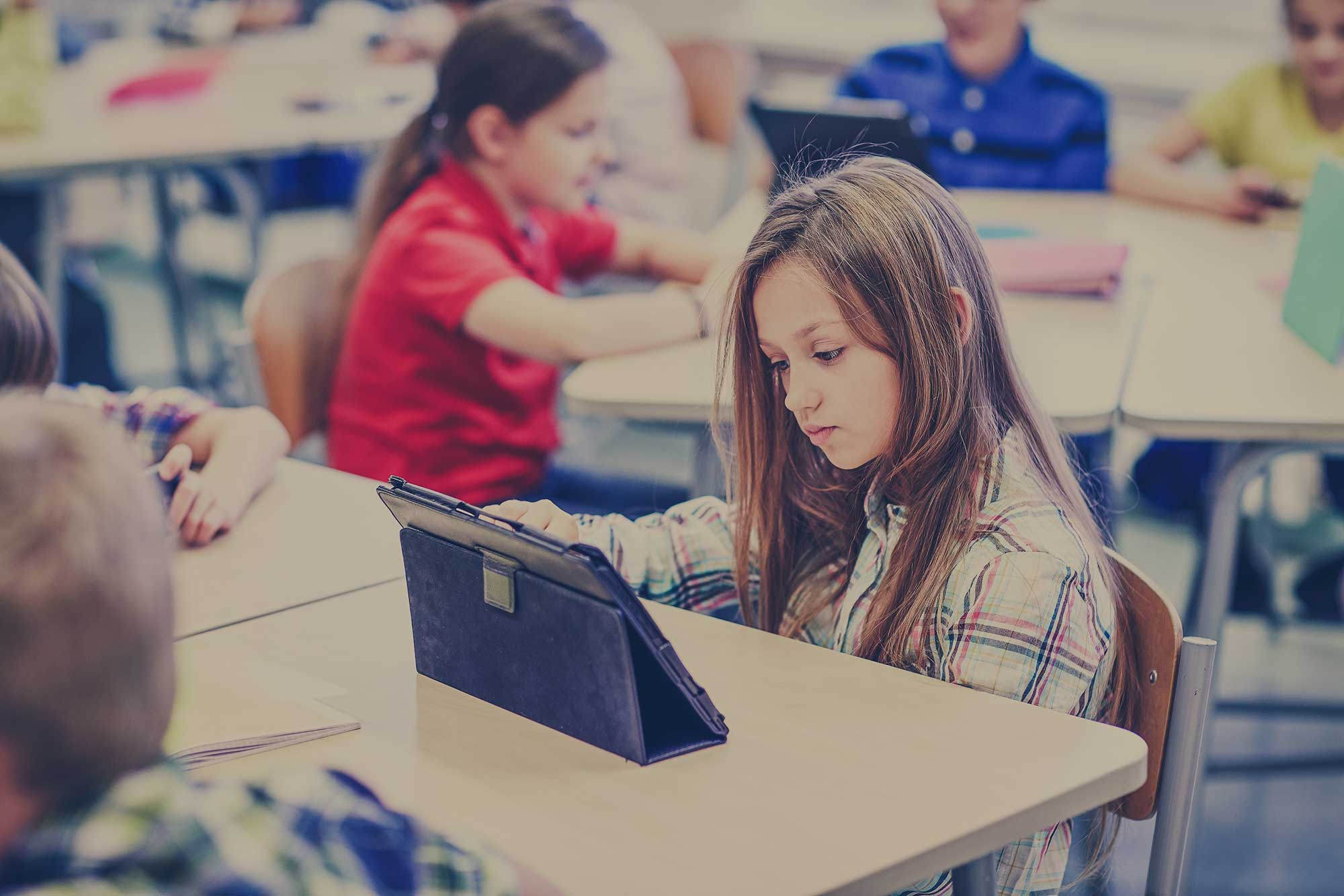 How Schools Can Use Mobile Devices to Lower Costs While Improving Results [Infographic]